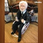 Интерьерная кукла ручная работа Дедушка в кресле